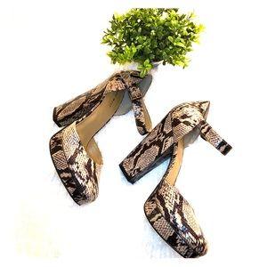 Nine West snakeskin block heels Size 9